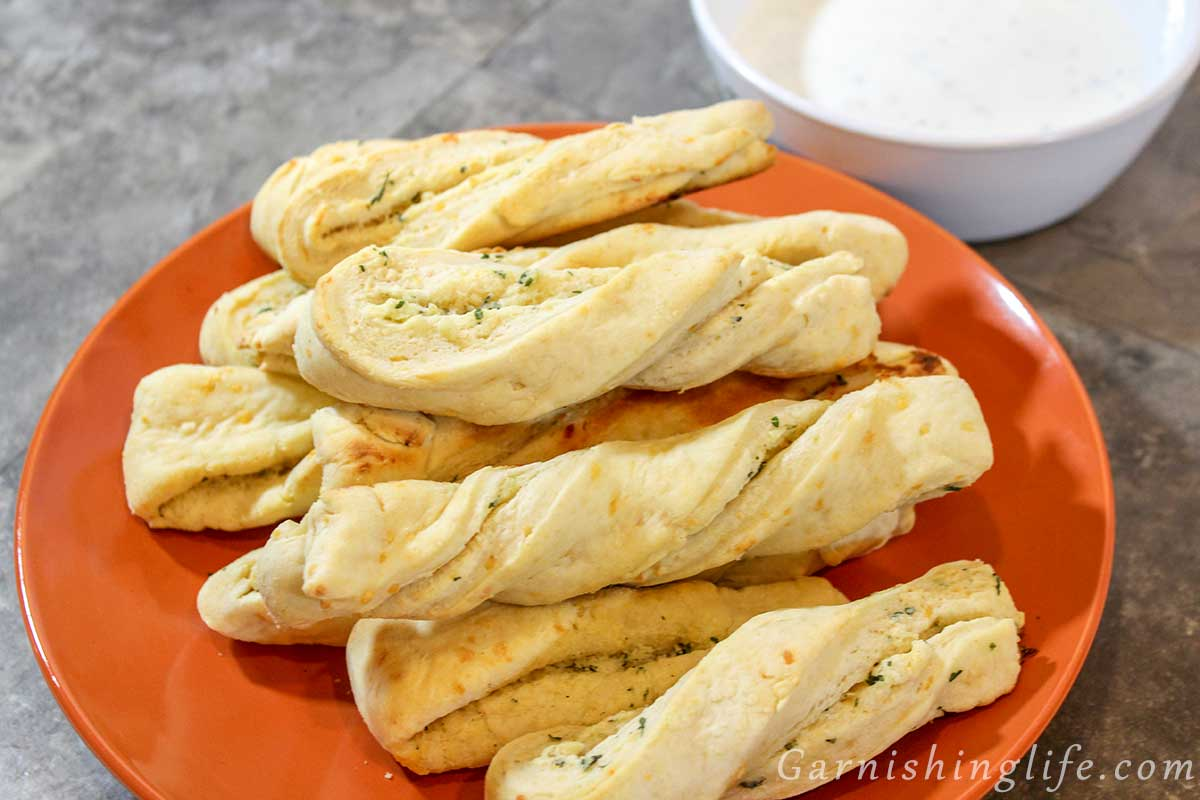 Cheesy Garlic Twists